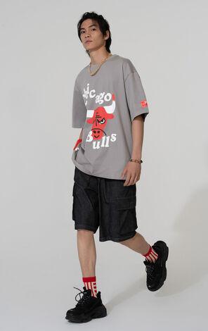 【NBA聯名款】芝加哥公牛隊塗鴉圖案T恤